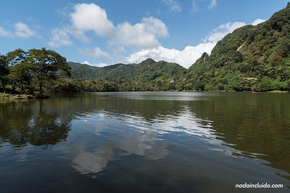 La Laguna de San Carlos, cerca de ciudad de Panamá