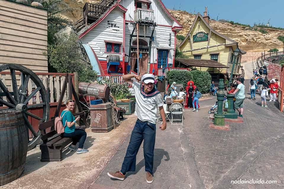 Disfrazado de Popepe en el parque temático Popeye's Village de Malta