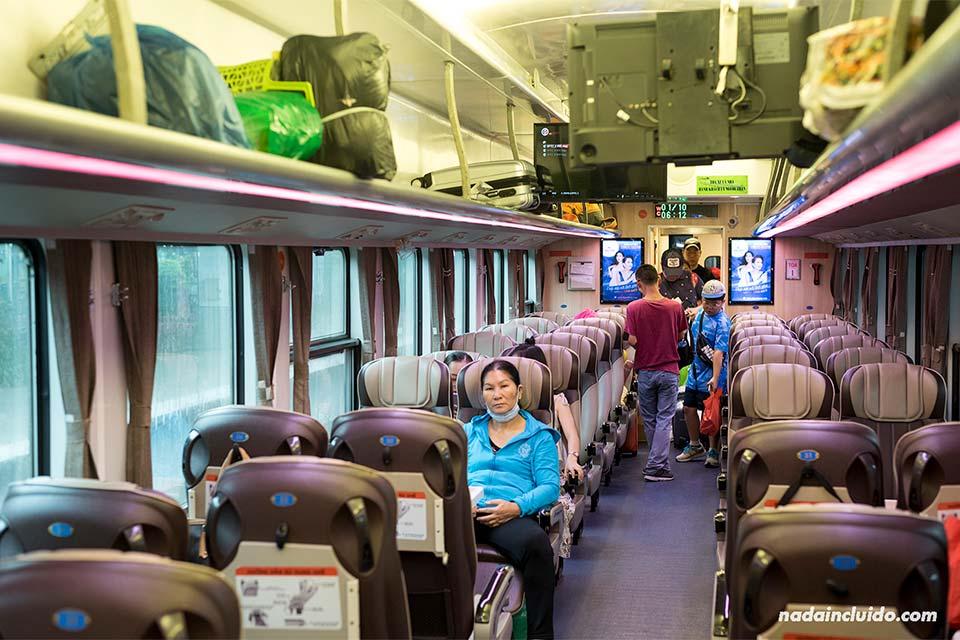 Vagón del tren en la ruta Ho Chi Minh - Mui Ne (Vietnam)