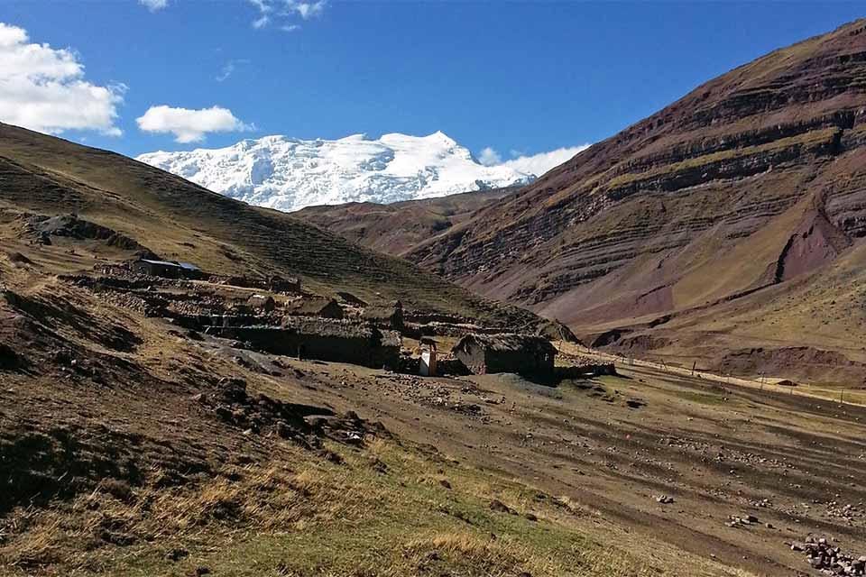 Poblado junto a Vinicunca, la montaña arcoíris (Perú)