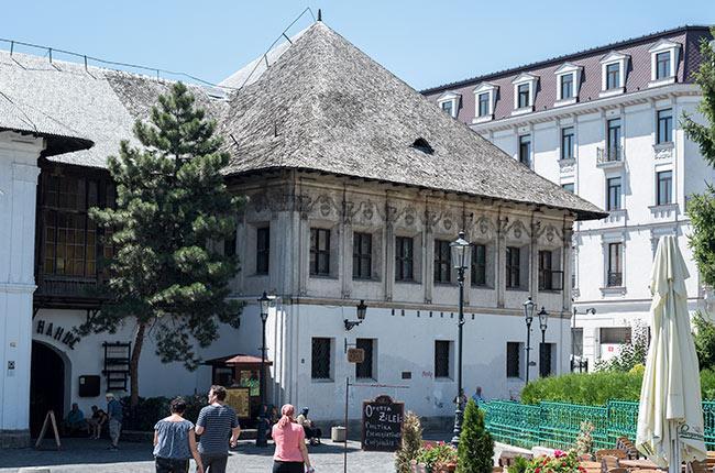Fachada del Restaurante Hanu Lui Manuc (Bucarest, Rumanía)