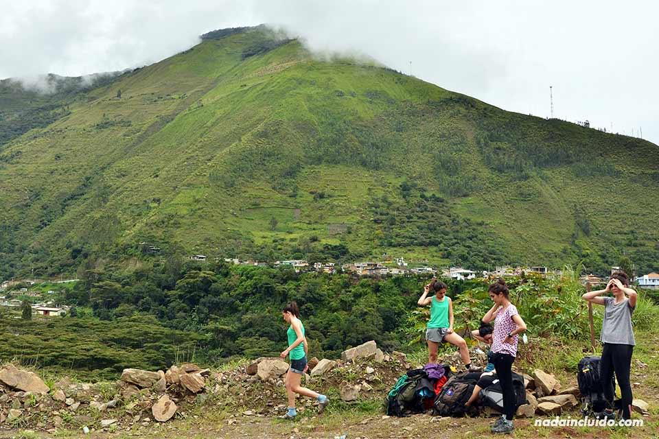 Descansado en el camino andando desde Santa María a Aguas Calientes (Perú)