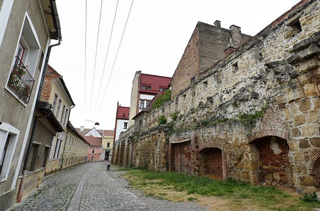 Muralla en el Old Town de Cluj-Napoca (Rumanía)