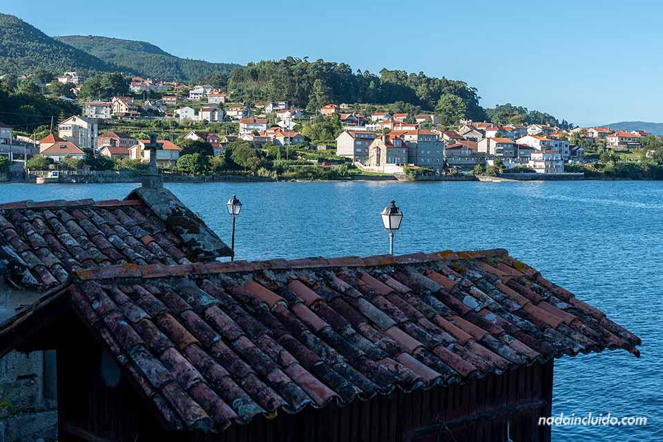 Tejados de los hórreos de Combarro (Galicia)