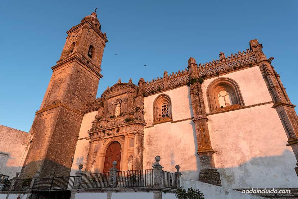 Luz de atardecer en la iglesia de Santa María de Medina Sidonia (Cádiz)