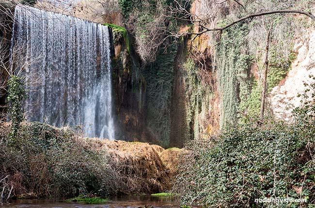 Cascada La Caprichosa en el Parque Natural del Monasterio de Piedra (Aragón, España)