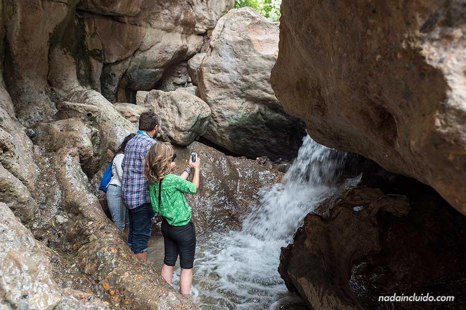 """Blogueros fotografían una cascada en """"Las Canales"""" de Padules (Almería)"""