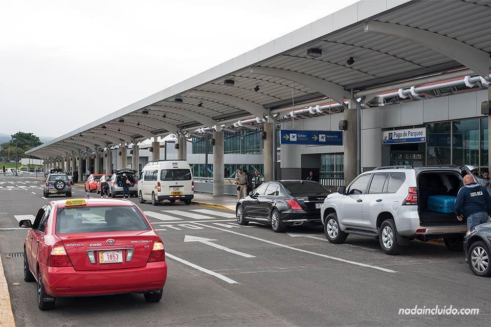 El aeropuerto de Juan Santamaría, en Alajuela, es el primer lugar que pisarás si vas a viajar a Costa Rica
