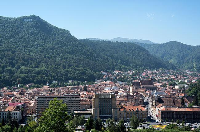 Vistas de la ciudad de Brasov desde lo alto (Rumanía)