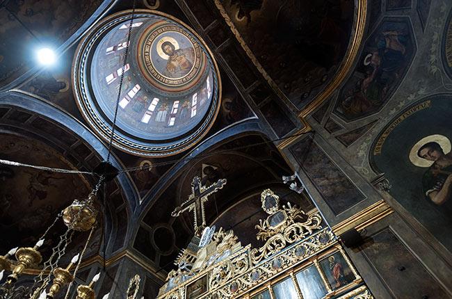 Interior de la Biserica Sfântul Antonie (Bucarest, Rumanía)