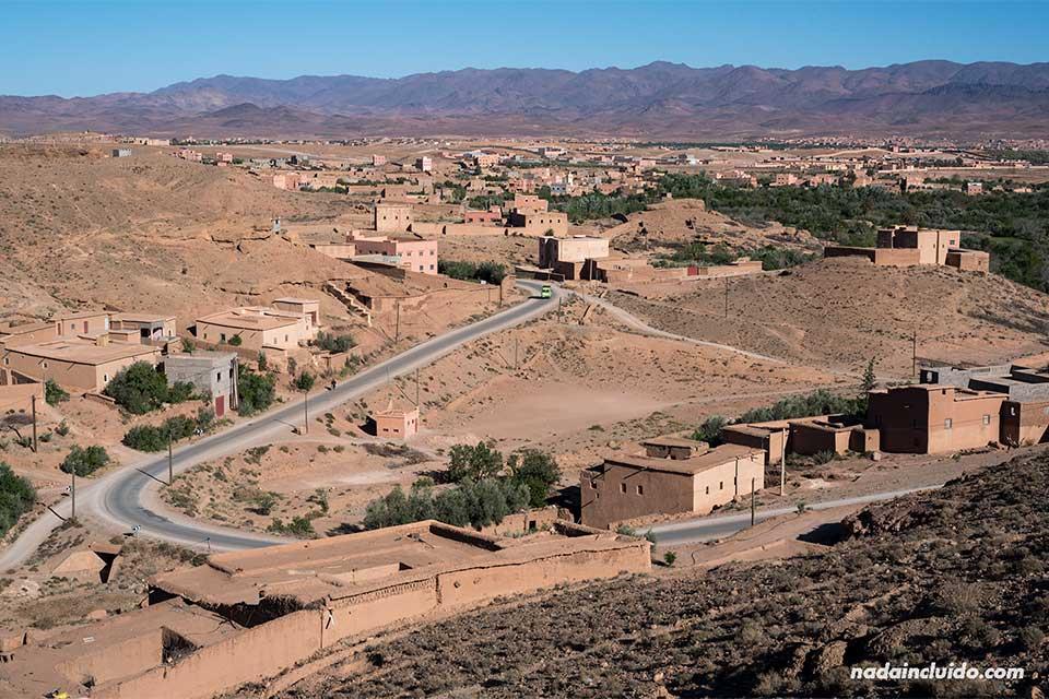 Carreteras en la ruta al desierto del Sáhara (Marruecos)