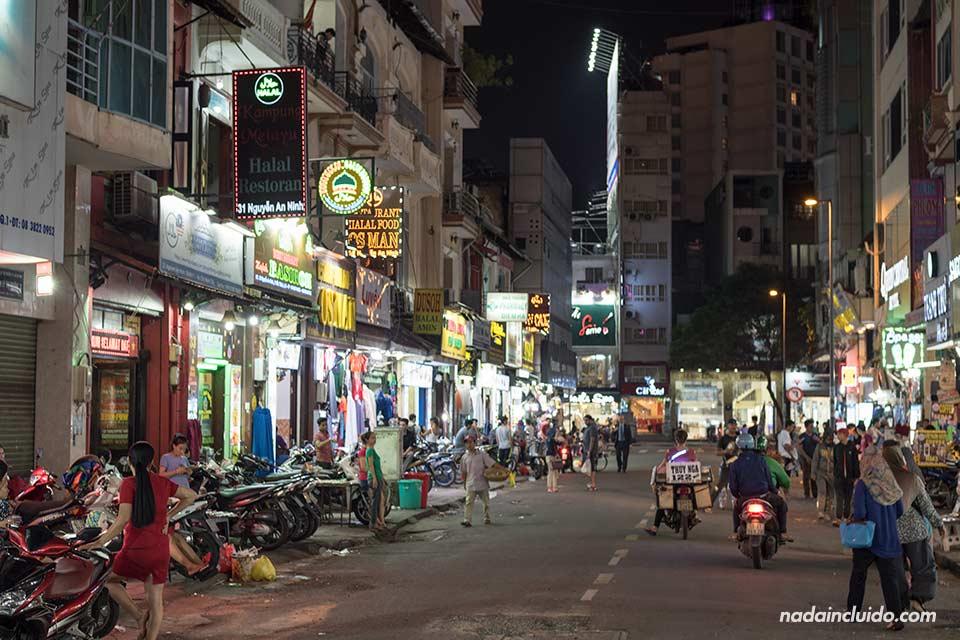 Calle Nguyen An Ninh en Ho Chi Minh (Vietnam)