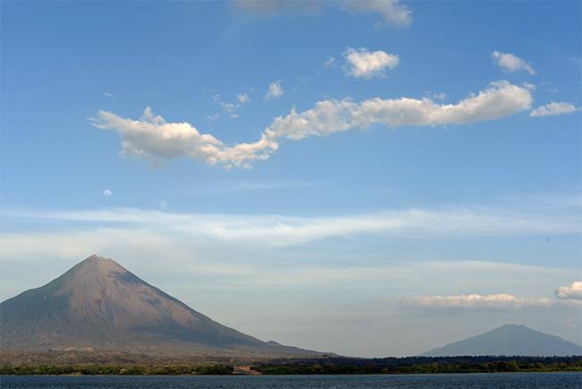 Vista de los volcanes Concepción y Maderas de Isla de Ometepe (Nicaragua)