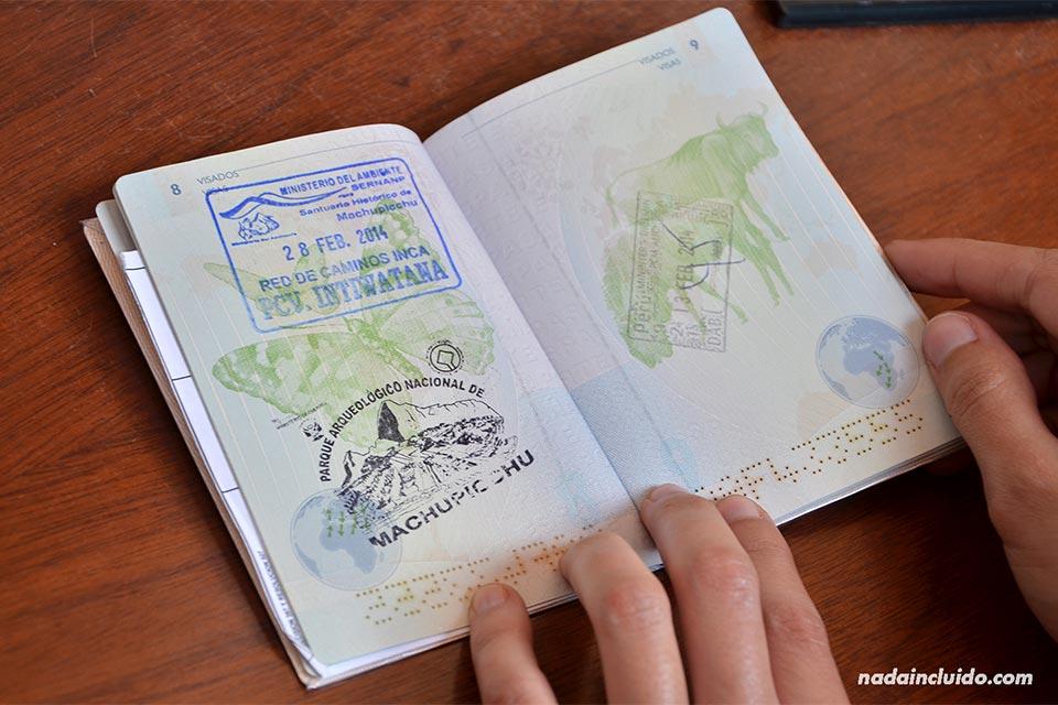 Sello de Machu Picchu en un pasaporte español
