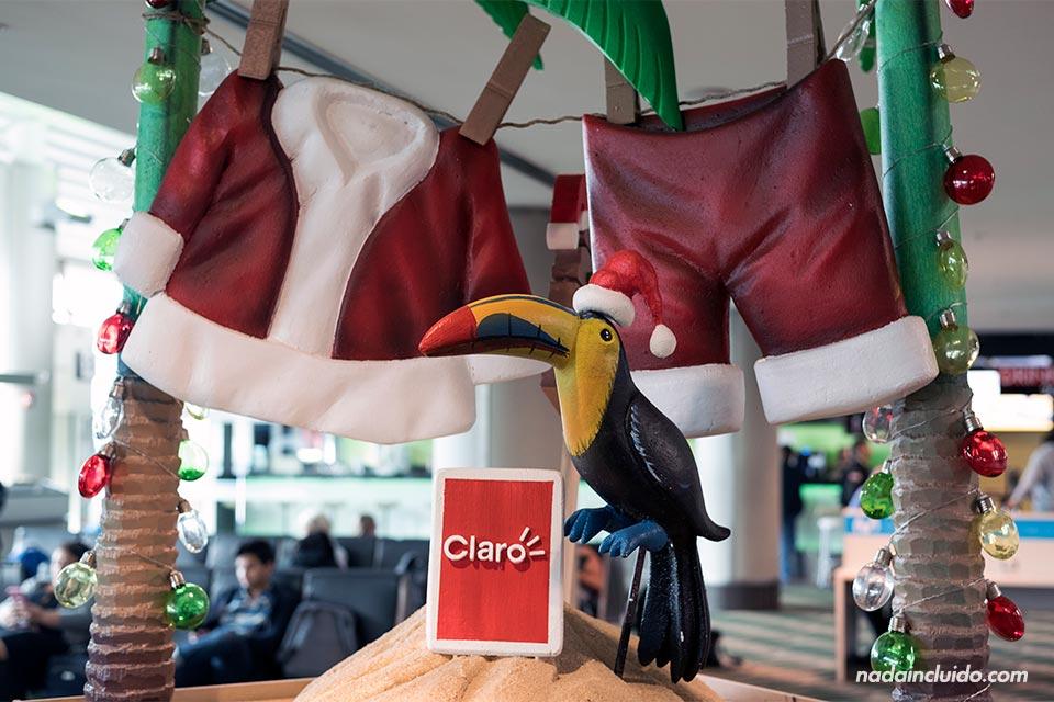 Decoración navideña en el aeropuerto Juan Santamaría, Alajuela (Costa Rica)