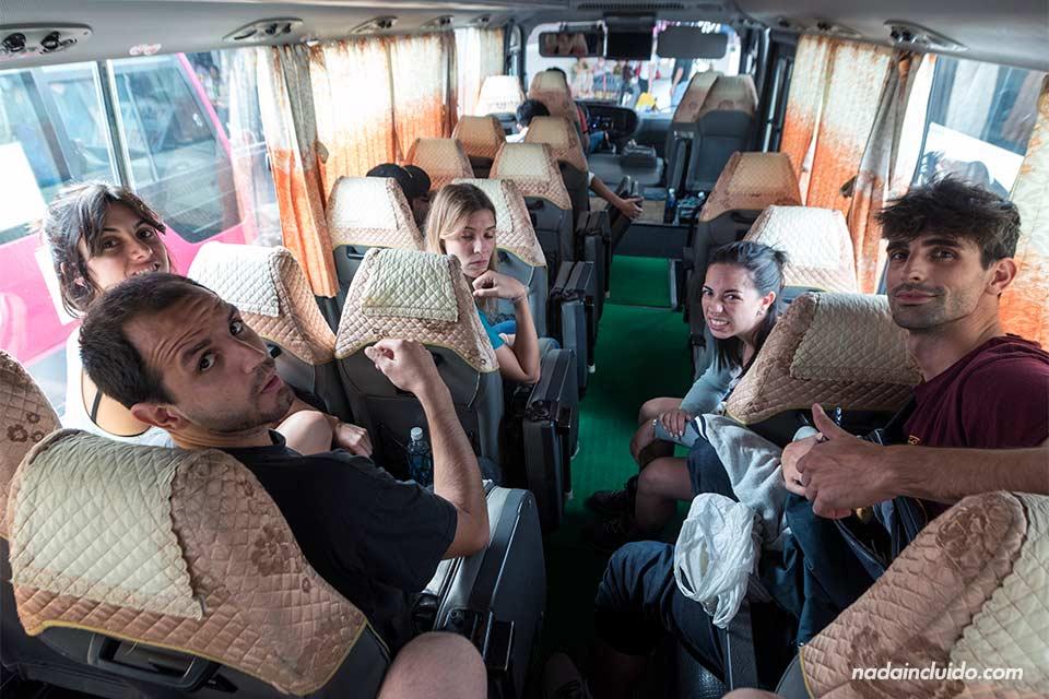 En un autobús a Ninh Binh saliendo desde Hanoi (Vietnam)