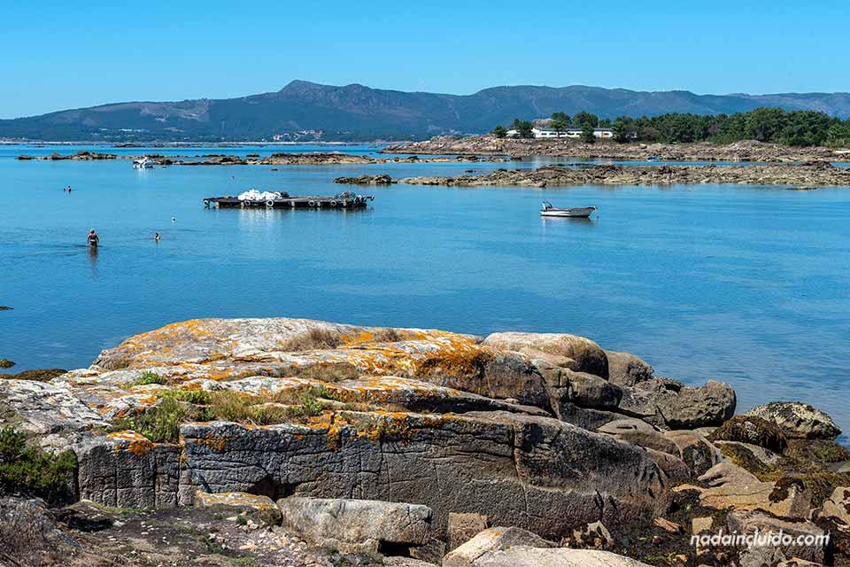 Paisaje de Illa de Arousa desde el parque natural de Carreirón (Galicia)