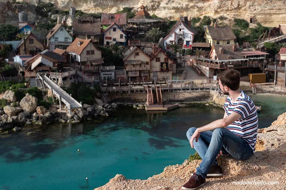 Viendo el Popeye's Village, uno de los sitios que hay que ver en Malta