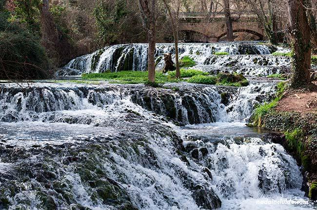 Catarata de Los Vadillos en el Parque Natural del Monasterio de Piedra (Aragón, España)