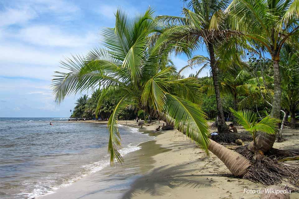 Manzanilo es una de las playas de Costa Rica más espectaculares. Foto de Wikipedia.