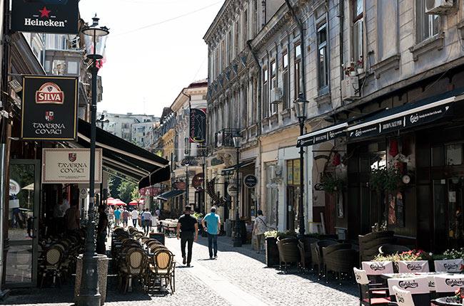 Strada Covaci en el centro histórico de Bucarest (Rumanía)