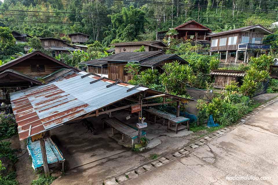 Aldea en el parque nacional Khun Chae (Chiang Rai, Tailandia)