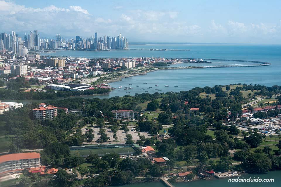 Vista de la ciudad de Panamá desde el avión