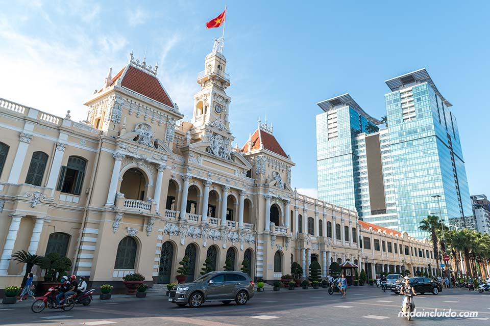 Fachada del ayuntamiento de Ho Chi Minh (Vietnam)