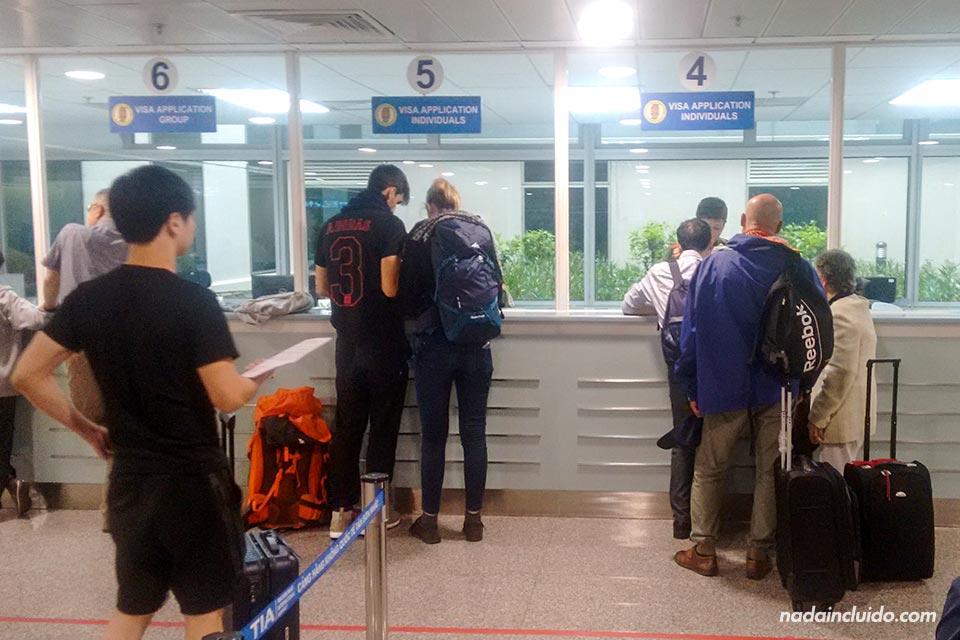 Solicitando la visa de Vietnam en el aeropuerto de Ho Chi Minh