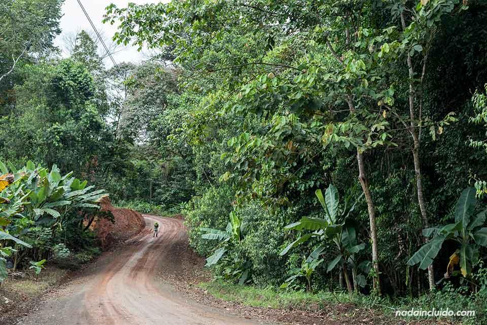 Carretera en mal estado en el trayecto hacia Drake (Costa Rica)
