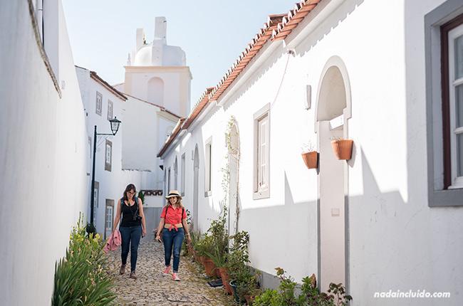 Paseando por la calle Do Reologio en Santa María de Marvao (Alentejo, Portugal)