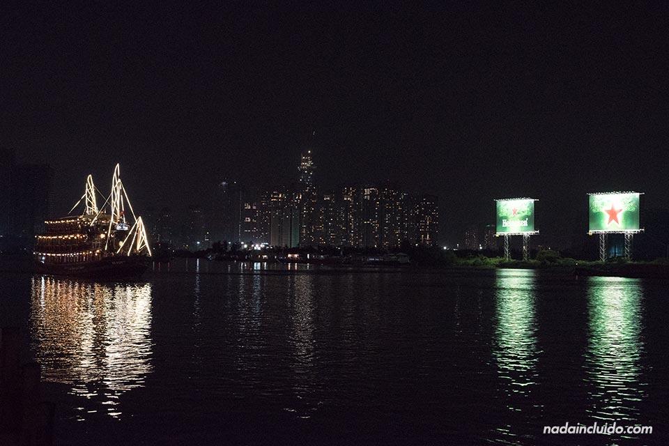 Crucero sobre el Río Saigón en Ho Chi Minh (Vietnam)