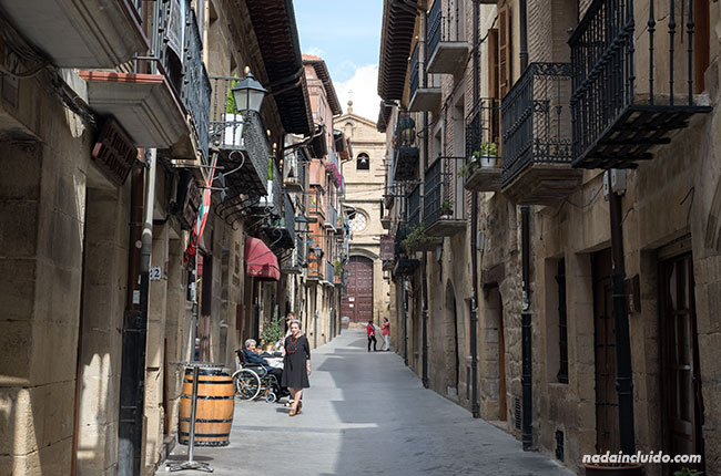 Calle del pueblo de Laguardia, capital de Rioja Alavesa (País Vasco)
