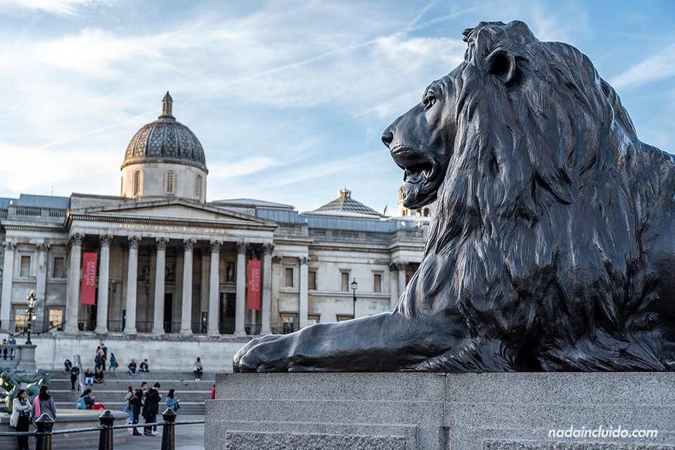 La plaza de Trafalgar en Westminster, Londres (Inglaterra)