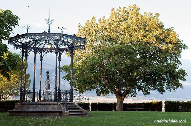 Monumento a Samaniego en los jardines de Laguardia (País Vasco, España)