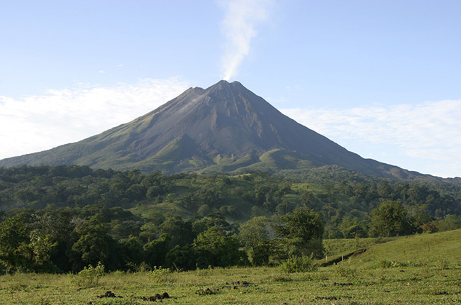 Volcán Arenal desde lejos