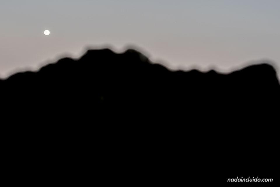 Noche de luna llena en la playa de Montezuma (Costa Rica)