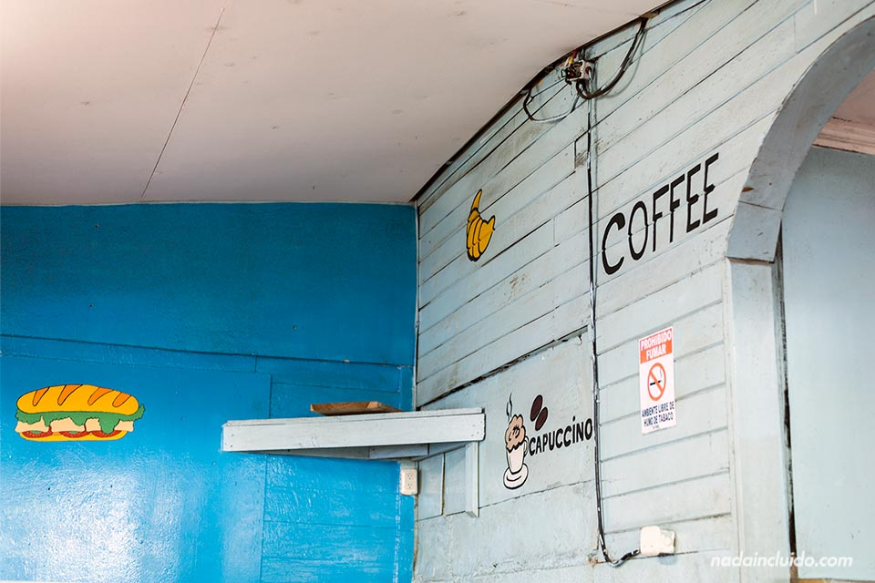 Interior del restaurante Pan Pay, Puerto Viejo (Costa Rica)