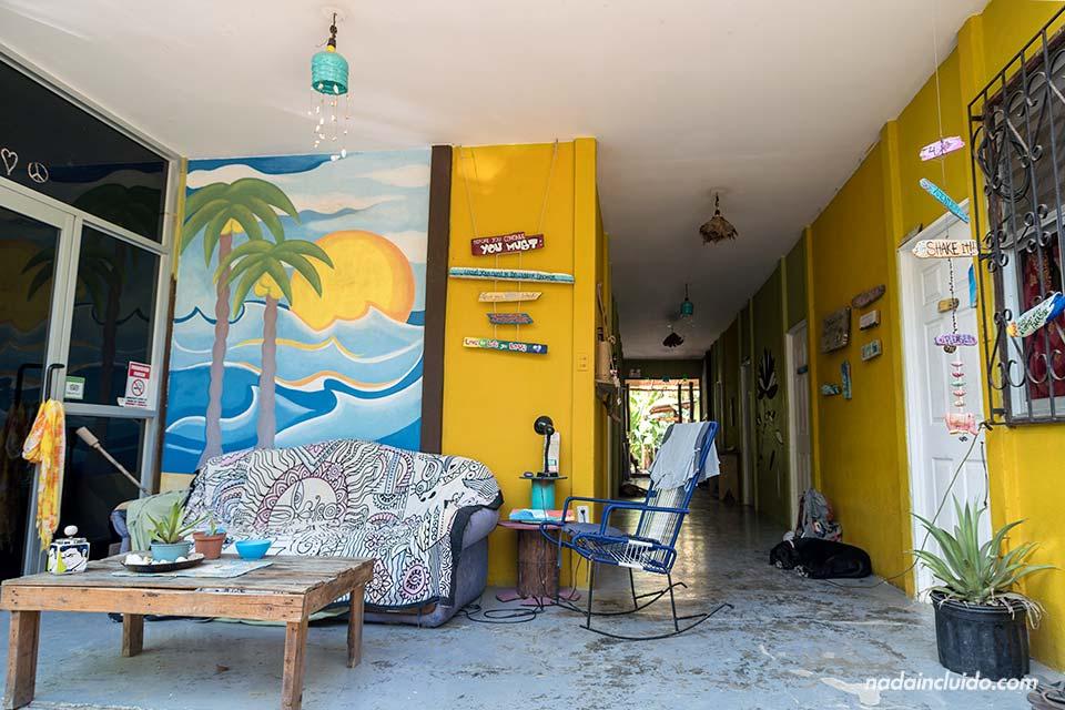 Entrada del Hostel Kokua en Santa Teresa (Costa Rica)