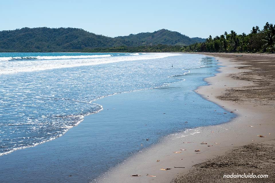 Playa junto al Complejo los Delfines, en Tambor (Costa Rica)