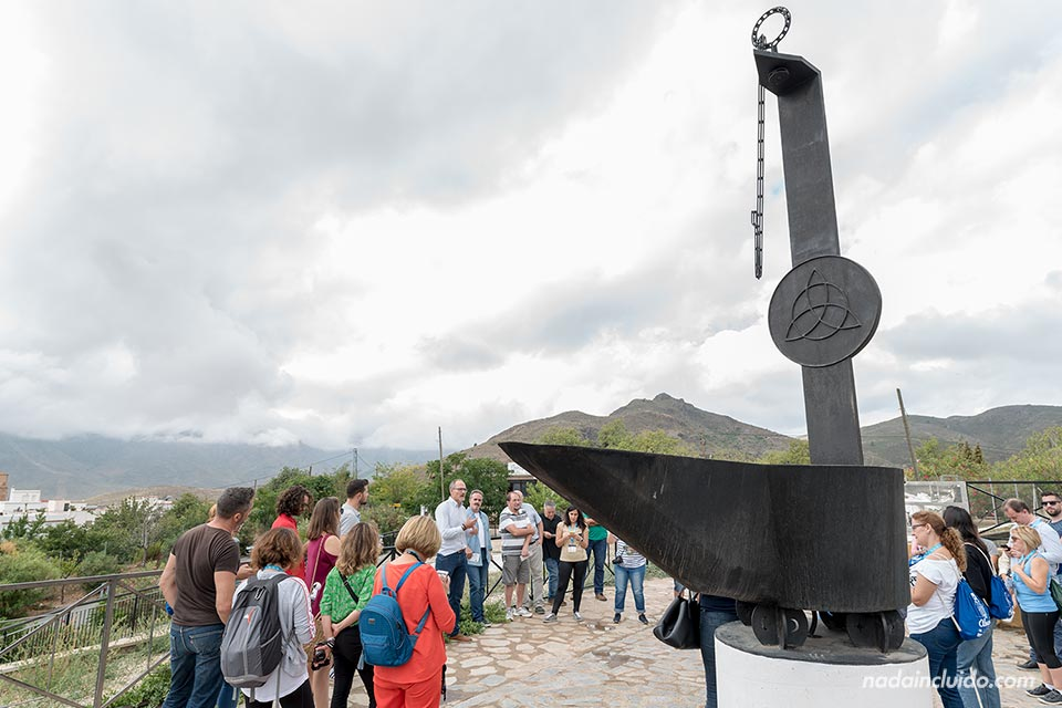 Candil gigante a las afueras del pueblo de Almócita (Almería)