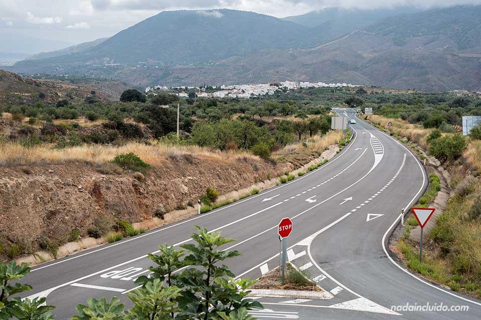 Carretera hacia el pueblo de Almócita (Almería)