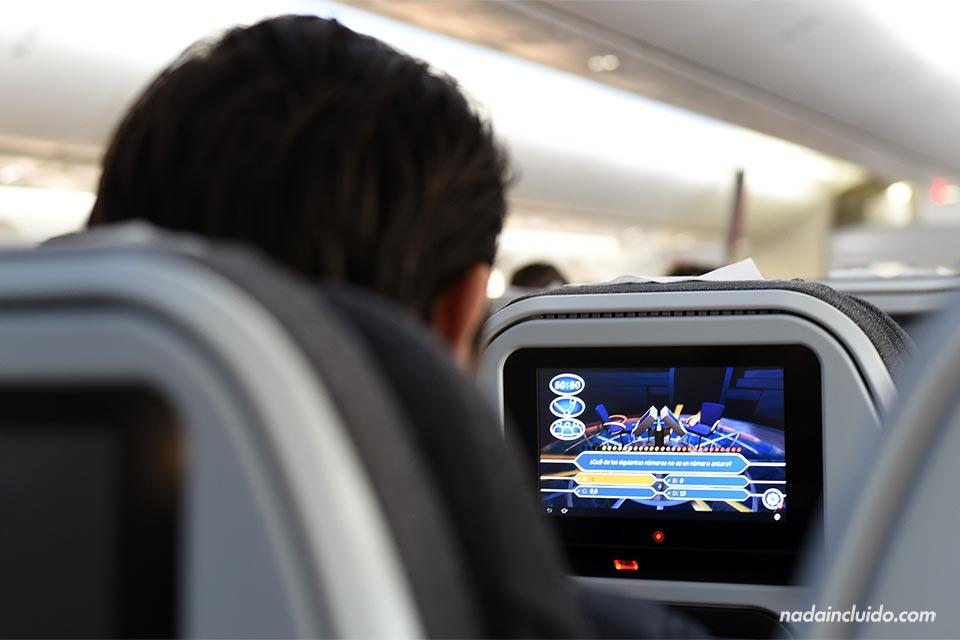 Pantallas en un avión de Avianca