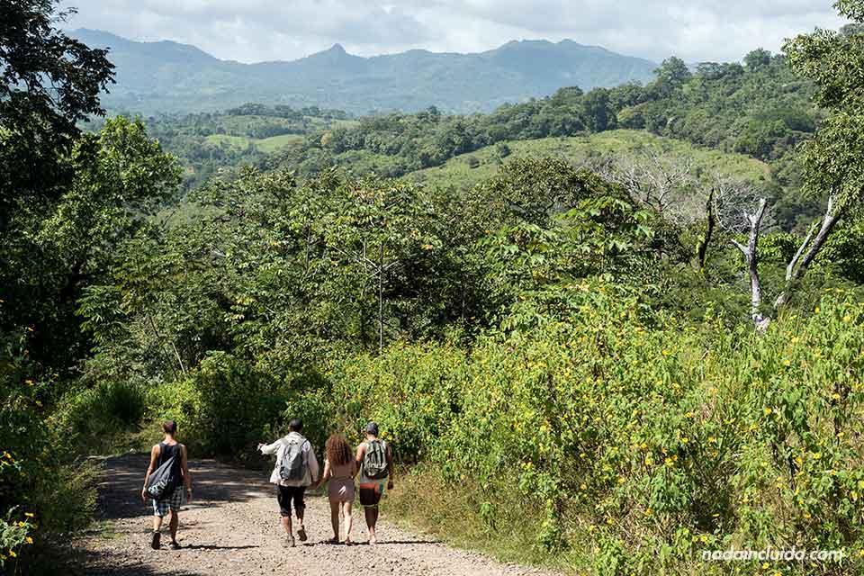 Caminando hacia los cajones de Chame, en Panamá