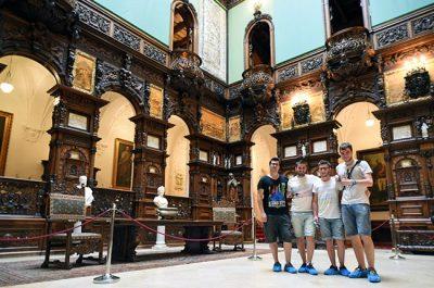 En el Gran Salón del Honor del Castillo de Pelés (Rumanía)