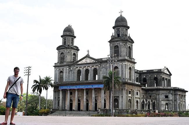 En la catedral de Managua (Nicaragua)