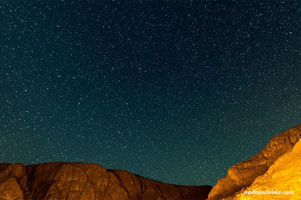 Cielo estrellado en la garganta de Todra (Marruecos)