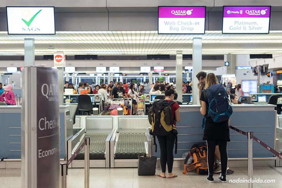Haciendo check in en el aeropuerto de Ho Chi Minh (Vietnam)