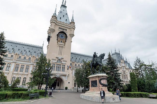 Fachada del Palacio de Cultura de Iasi (Rumanía)