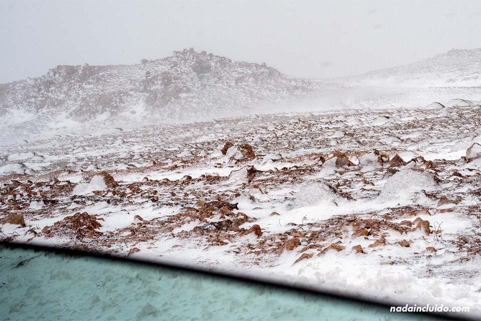 Viendo nevar en el puerto de Ifrane desde el coche (Marruecos)